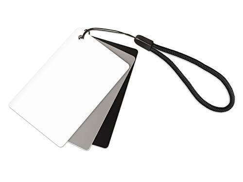 Ares Foto® 3in1 Graukarte für den manuellen Weißabgleich und Belichtungsmessung. Mit praktischer Tragekordel und im Scheckkartenformat. Reflektiert 18% des Lichts. Kleine Größe: 5,5 cm x 8,5 cm