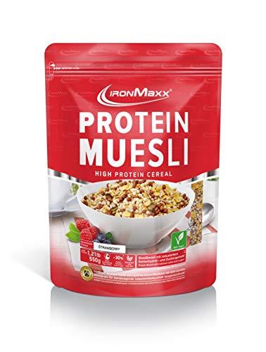 IronMaxx Protein Müsli Erdbeere - 550g - Veganes Fitness Müsli laktosefrei und glutenfrei - Eiweiß Müsli mit 43% Proteingehalt - Low Carb - Wasserlöslich - Designed in Germany
