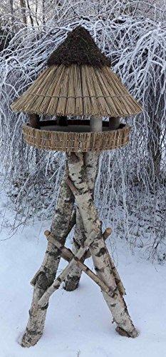 Vogelfutterhaus mit Reetdach und Heidekappe, Heidehütte mittel incl. Birkenständer mittel - schwer