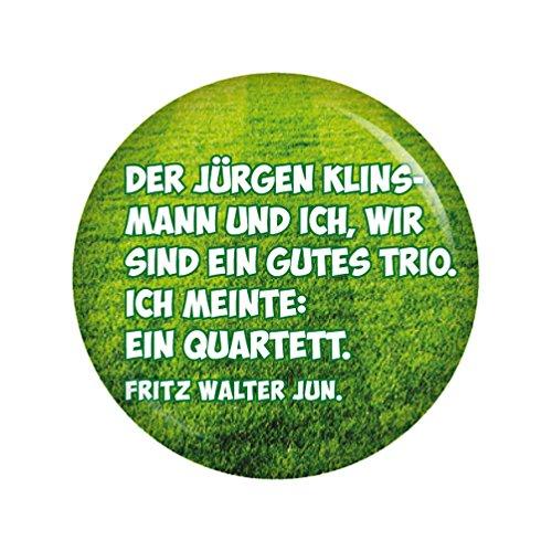 Kiwikatze® Sport - Fußballerzitate - Der Jürgen Klinsmann und ich, wir sind ein gutes Trio. Ich meinte: ein Quartett. 37mm Button Pin Fussball Weltmeisterschaft Bundesliga EM WM